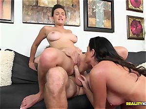 India Summers gets her palms on wild couple