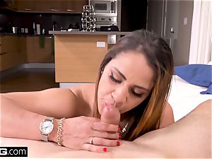 cougar Raquel showcases her thick mounds and coochie in public