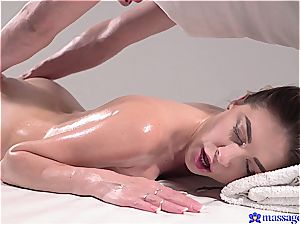 steamy massage turns to sensual hookup and this dark haired goddess luvs it