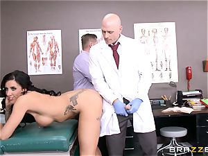Austin Lynn plumbs the doctor in front of her fellow