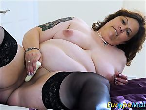 EuropeMaturE huge-boobed curvaceous Mature fucktoy getting off