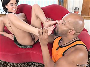 Mia Austin Gets a foot idolizing and cootchie poking