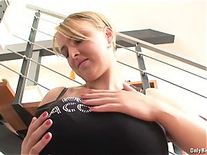 Lucy Rose showcases Keep Fit Routine