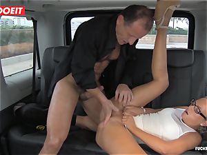 Czech customer Vinna Reed gets boned in cab